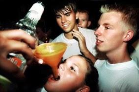 Sent comme l'alcool de l'adolescence
