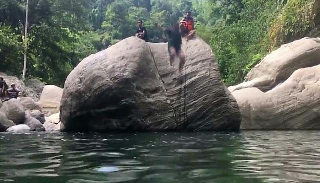 Berenang di Sanghyang Heuleut