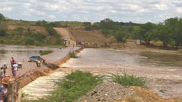 Rio Paraíba aumenta volume de água após chuvas na região do Cariri