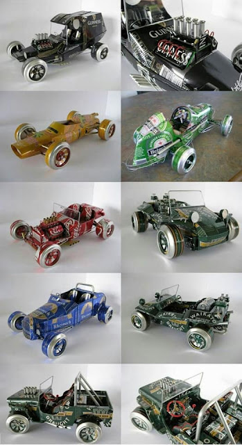 Automóviles de juguete hechos con latas de refresco recicladas