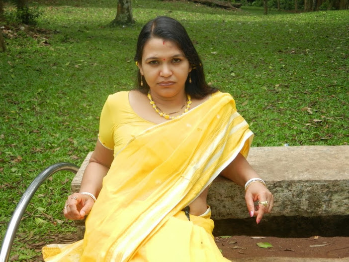 Hot Bobby Anita (Yoga Trainer) Saree Pictures