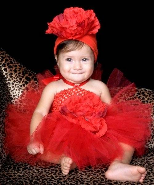 Si baby imut banget pakai baju tutu dress merah