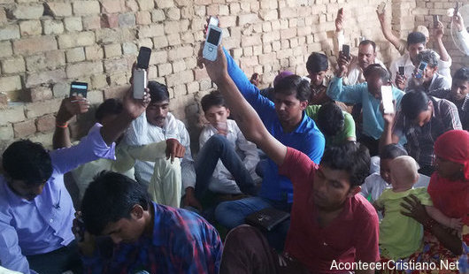 Misioneros usan celulares para predicar el Evangelio