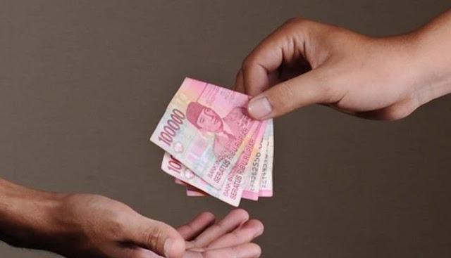 Kisah Keajaiban Sedekah: Diberi Uang Orang Tak Dikenal Tanpa Meminta Saat Butuh