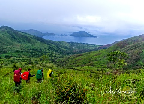 Mountaineers descent from Mt. Cinco Picos going down Silanguin Cove hover_share
