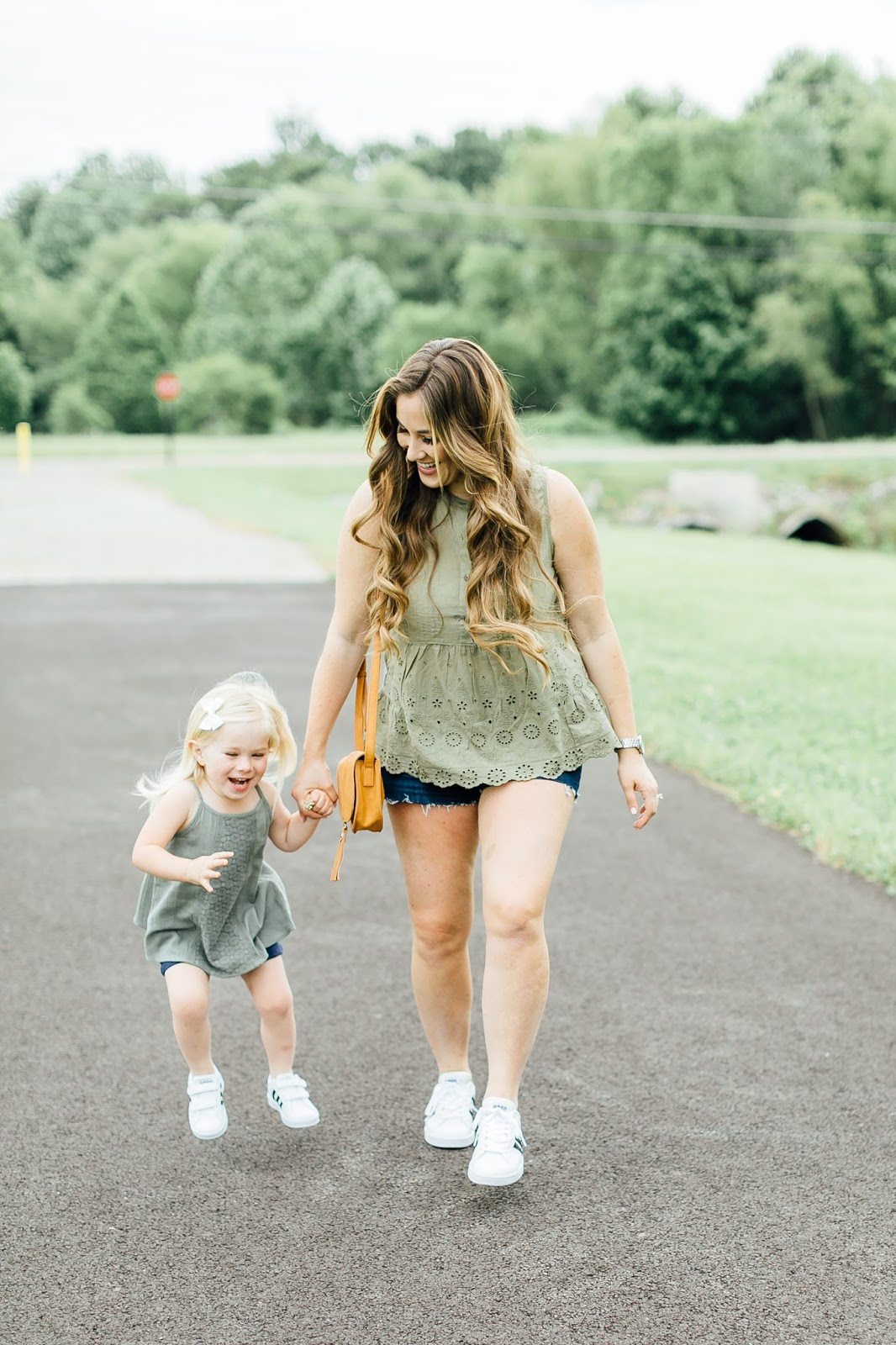 Where to Buy Affordable Casual Summer Clothing for Kids & Moms by fashion blogger Laura of Walking in Memphis in High Heels
