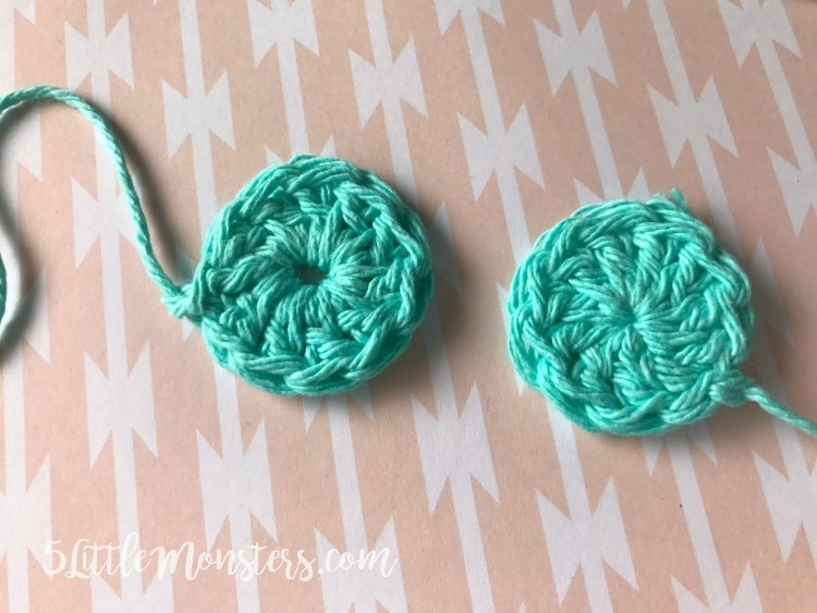 how to get tightly closed centers on your crochet projects with the magic ring