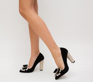 Pantofi negrii cu toc gros auriu din catifea cu fundita eleganti