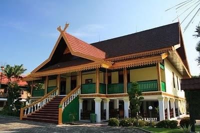 Rumah Adat Selaso Jatuh Kembar Riau