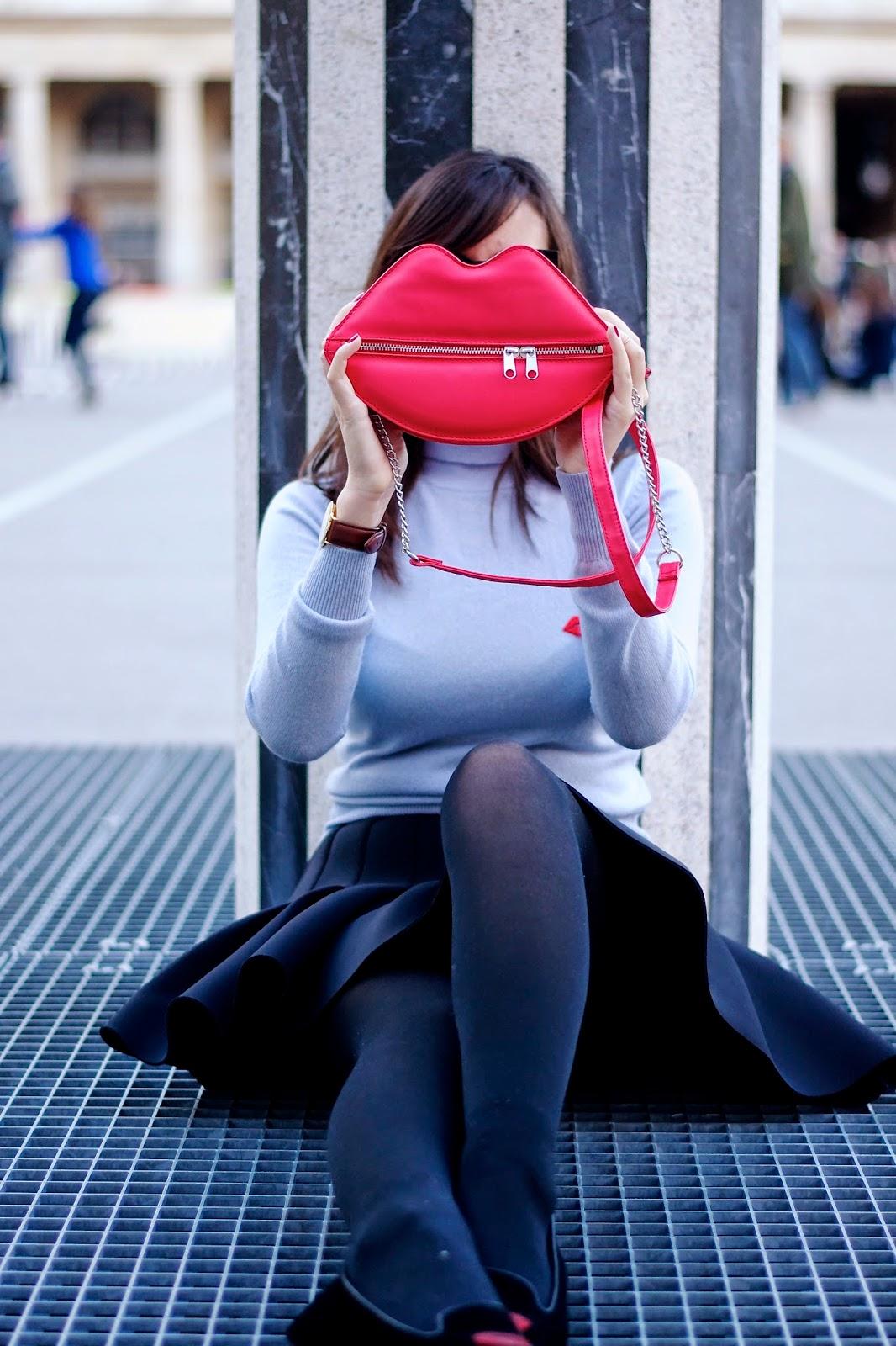 Lip motif bag