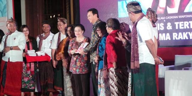 Ahok, Orang Pertama yang Dapat Buku dari Megawati