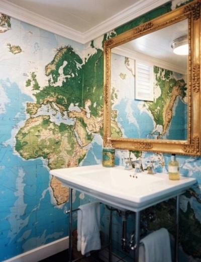 Mural peta dunia di kamar mandi ternyata menarik juga.