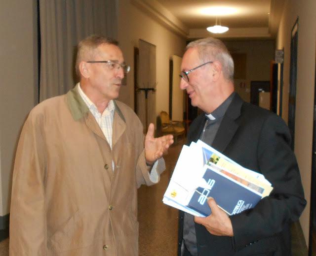 il presidente nazionale Ctg Giuseppe Marangoni, il vescovo di Rovigo Pierantonio Pavanello e una giarandola Girandoliamo.com