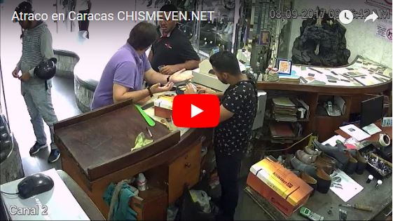 Así le robaron el celular dentro de una zapatería en Caracas