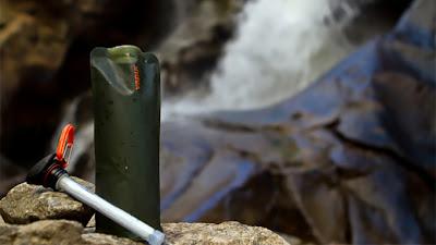 Diseño de botella para agua con filtro antibacterial