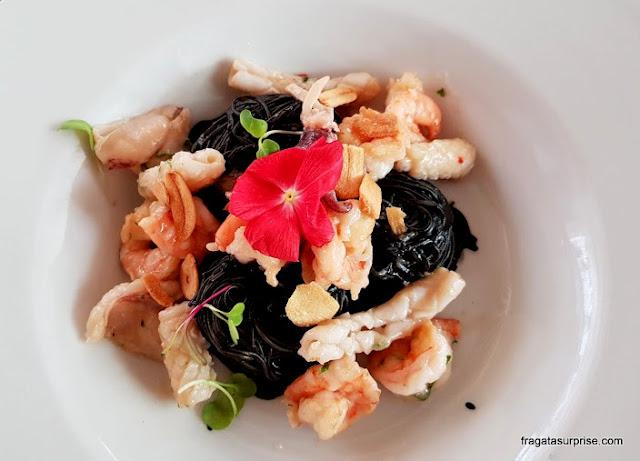 Gastronomia em Lima: prato do Restaurante Pescados Capitales, Lima