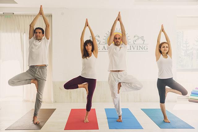 tu the yoga cai cay - tree pose