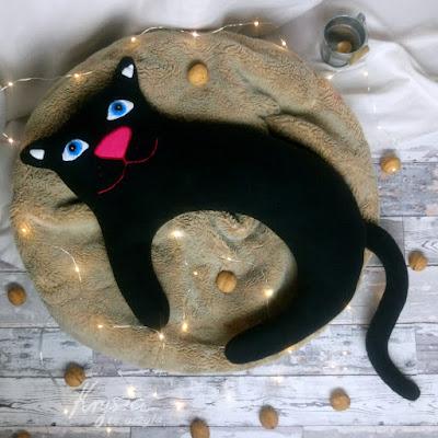 Krysia to uszyła - kot - poducha do karmienia niebieskooki