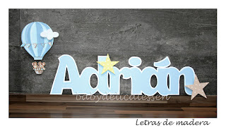 letras de madera infantiles para pared Adrián con silueta de globo con ratones babydelicatessen