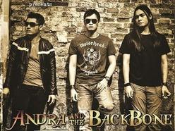 Lirik Lagu Tak Ada Yang Bisa - Andra & Backbone dari album Season 2 kunci gitar, download album dan video mp3 terbaru 2018 gratis