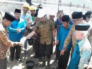 Pembangunan Kembali Masjid baiturrahman Ditandai Dengan peletakkan Batu Pertama Oleh Gubernur Sumbar