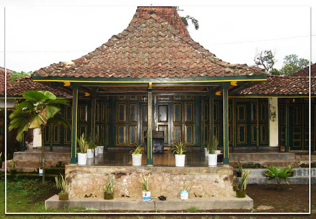 Foto rumah adat Kampung Jawa Tengah