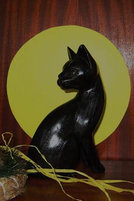 Musta kissa, puufiguuri, kissa