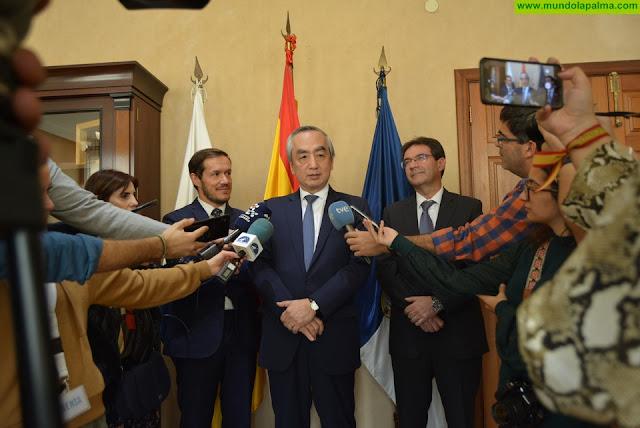 Visita institucional del embajador de Japón al Cabildo de La Palma