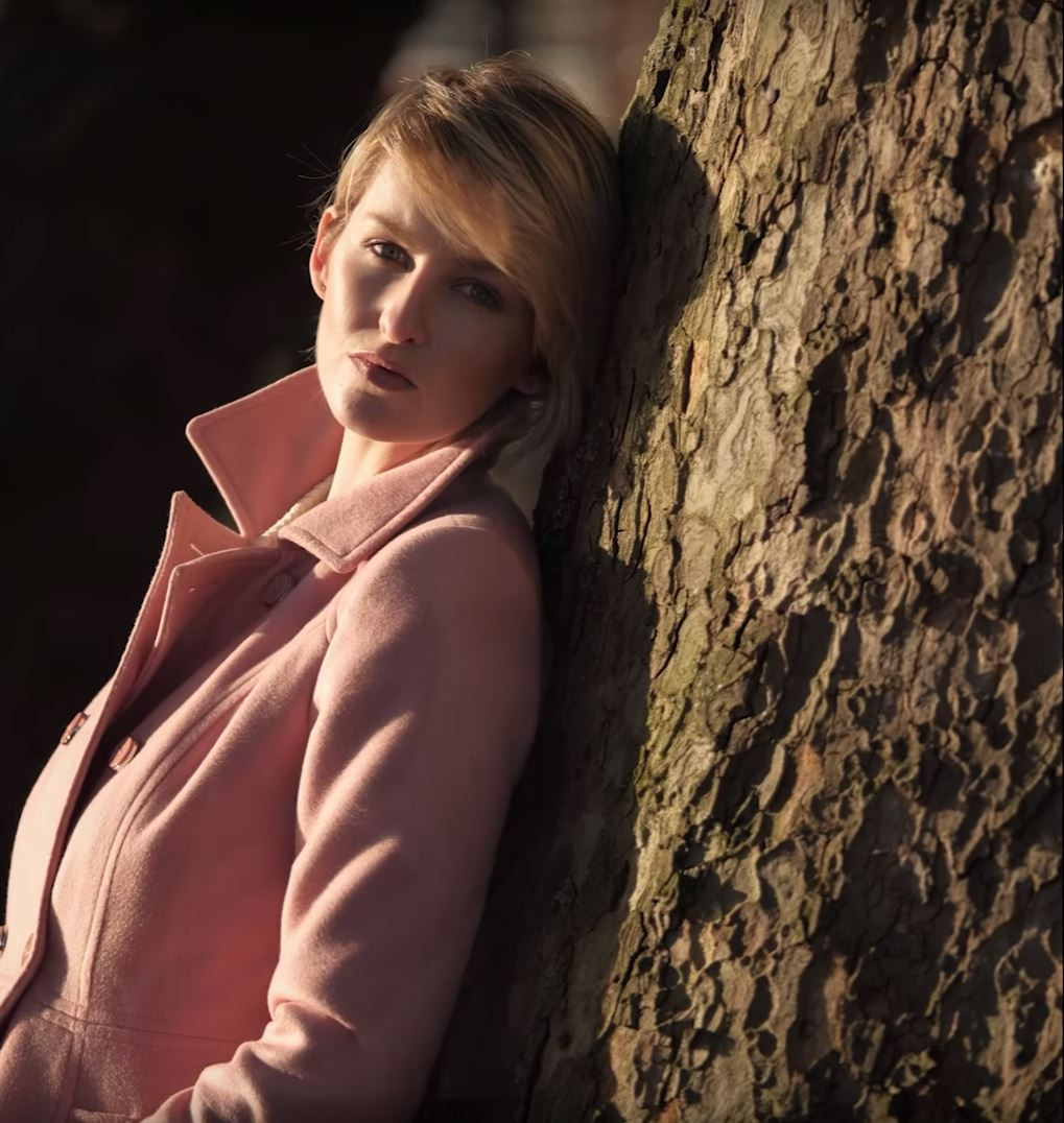 How to shoot a portrait / beauty shot by tree outdoors