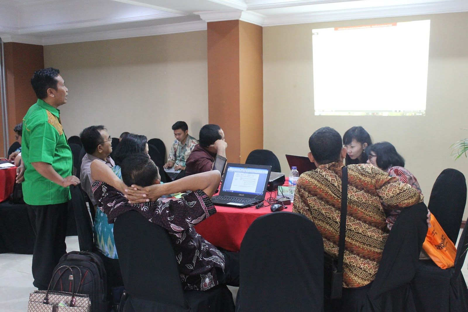Tim Mgmp Jawa Timur Susun Soal Usbn Agama Hindu Bimas Hindu Jawa Timur