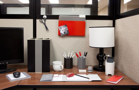 Love Your Creative Space 8 Uplifting Cubicle Ideas