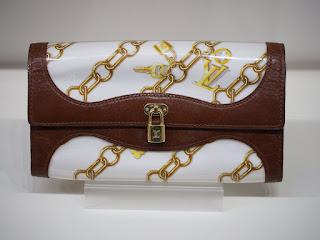 ルイ・ヴィトン モノグラム・チャーム M95170 中古の長財布を買い取り致しました