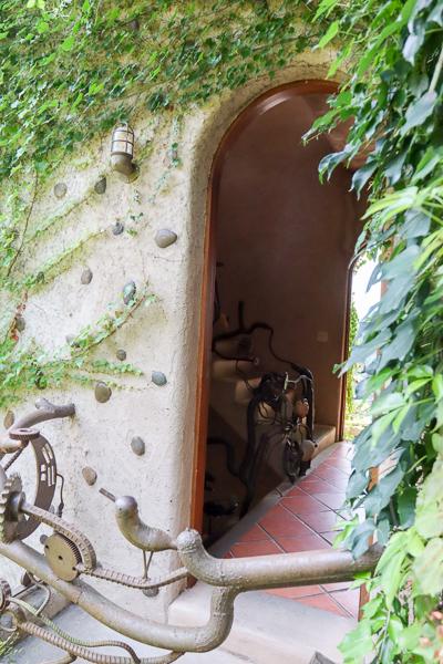 苗栗天空之城的天堂古堡和幽靜山林美麗景觀,就像進入童話故事