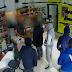 Dono de loja assaltada pede a ladrões que voltem mais tarde; eles voltam e são presos