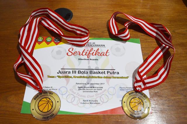 Tim-Basket-STMIK-Hang-Tuah-Pekanbaru-Juara-III-Bola-Basket-Putra