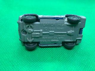 三菱 パジェロ のおんぼろミニカーを底面から撮影