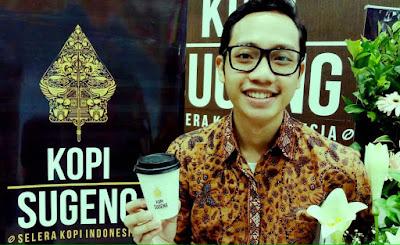 Blogger Eksis menikmati Kopi Sugeng