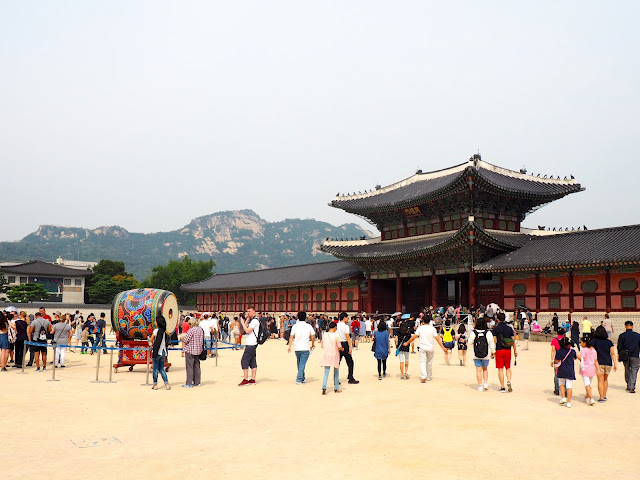 Entrance to Gyeongbokgung palace, Seoul, South Korea