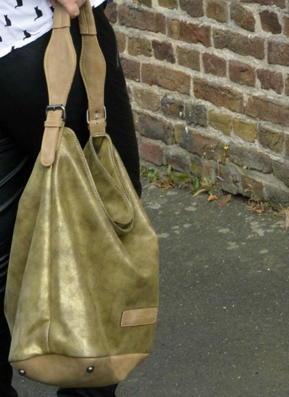 Close up of the FRITZI AUS PREUßEN Hobo bag