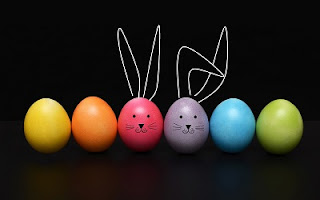 Conigli con uova di cioccolato
