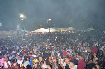 Show de Devinho Novaes é realizado em Mairi