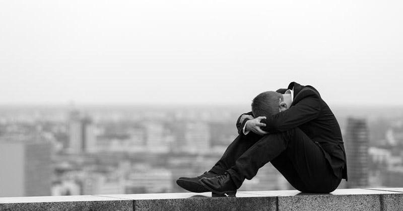 7. Menjadi depresi