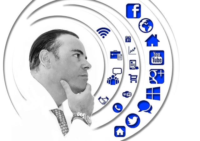 Menggunakan Sosial Media Palsu