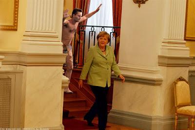 Komisches Bild - Merkels Politischer Aufmarsch Spassbilder