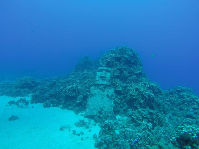 Moái sumergido en Isla de Pascua