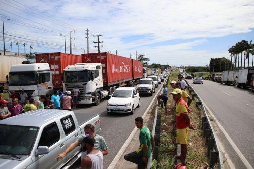 Governo e caminhoneiros entram em acordo para suspender greve por 15 dias