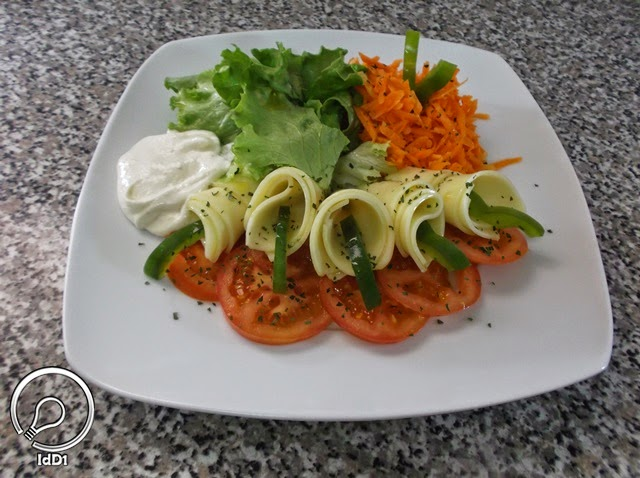 salada caprese com queijo mozarela - idd1 - 01