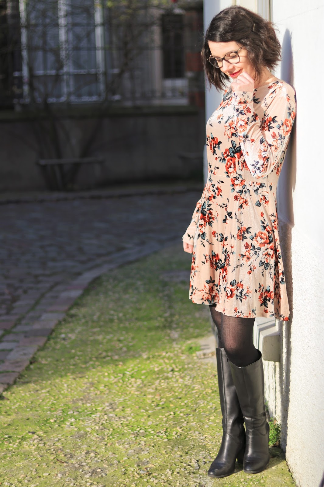 les gommettes de melo look tenue ovs robe velours grosses fleurs velours idee comment porter