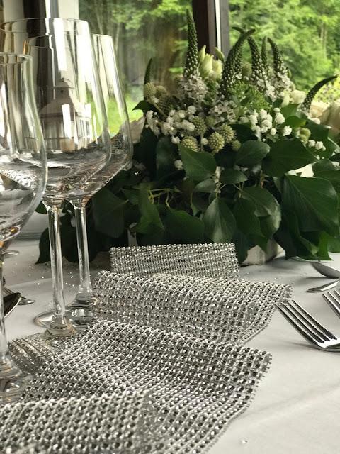 glitzer Tischdeko, Hochzeit zu Dritt, kleine Familienhochzeit, Riessersee Hotel Garmisch-Partenkirchen, Bayern, freie Trauung
