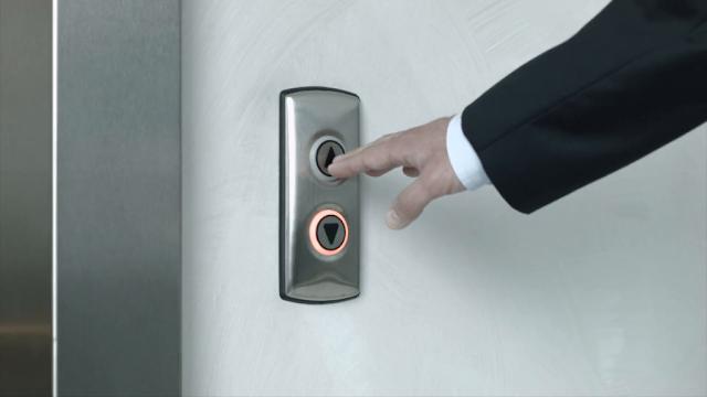tombol ke atas jika ingin naik lift ke atas , dan tombol kebawah untuk turun kebawah
